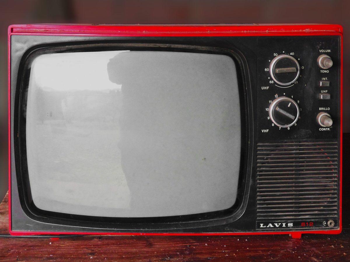 Wspólny wypoczynek przed telewizorem, czy też niedzielne filmowe popołudnie, umila nam czas wolny oraz pozwala się zrelaksować.